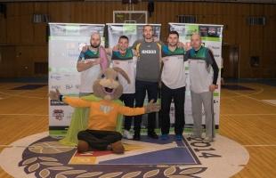 Благотворителен баскетболен турнир между компании на Holiday Heroes