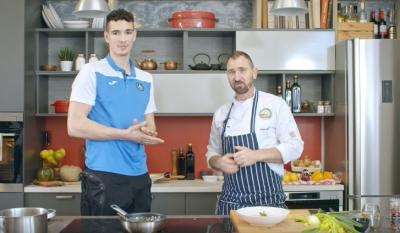 Йордан Минчев показа кулинарни умения в кухнята на шеф Андре Токев (Видео)