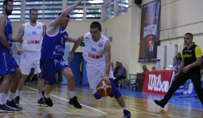 Левски Лукойл стартира плейофите с победа над Черно море Тича