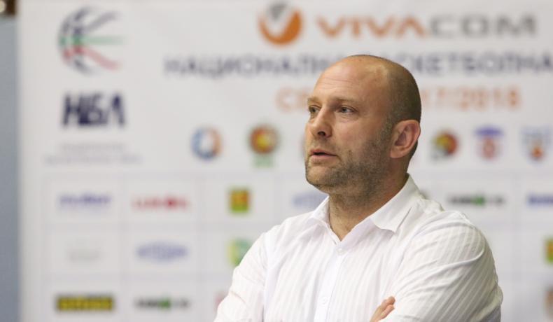 Константин Папазов остава старши треньор на Левски Лукойл и през сезон 2018/2019