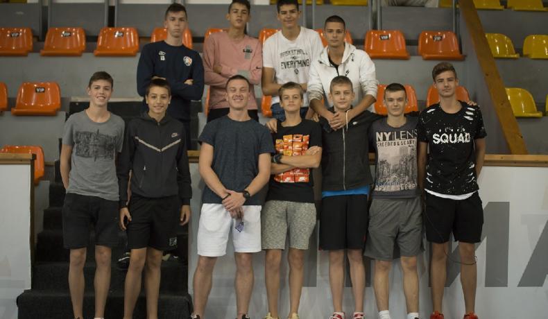 Момчетата до 15 години записаха две поражения от по-големи сърби