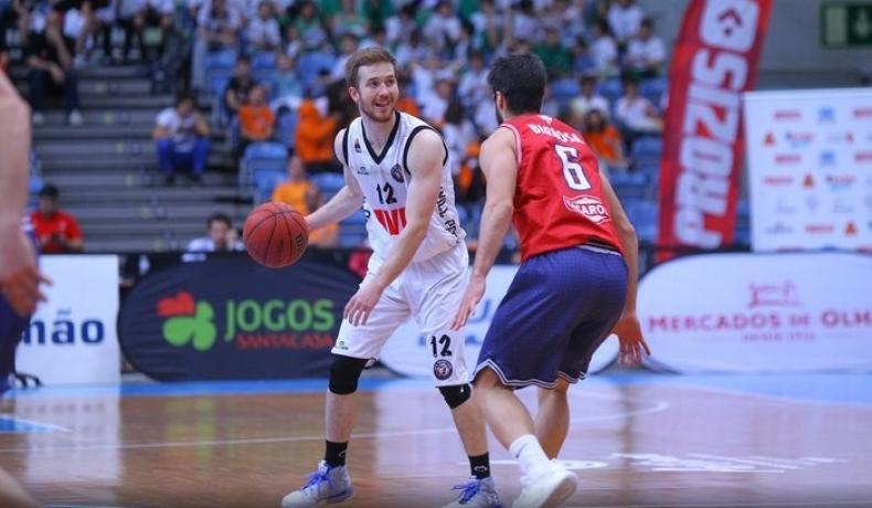 Академик Бултекс 99 стартира селекцията с американски гард, българите остават в отбора