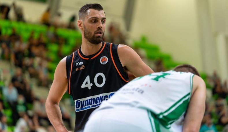 Тони Гуджино остава в Академик Пловдив