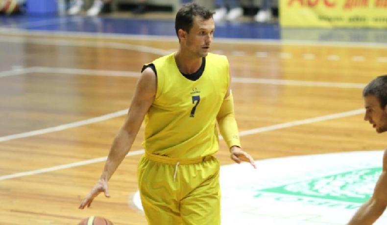 Юлиян Радионов стартира с Ямбол в треньорството, започва с 8 нови