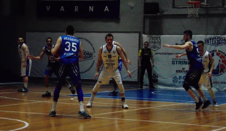 Академик Бултекс 99 победи Черно море Тича с кош със сирената